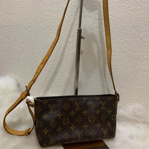 Louis Vuitton Handbags - Louis Vuitton Trotteur Crossbody